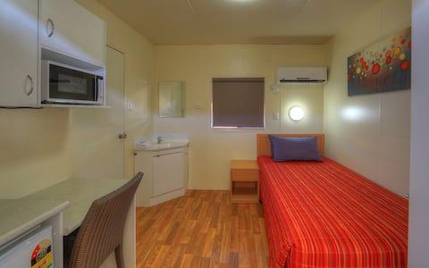 Comfortable Single Room @ Chinchilla Motor Inn