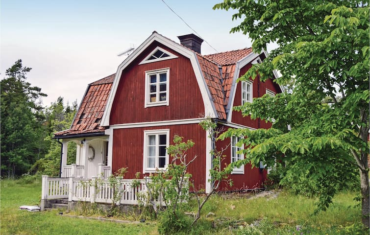 Former farm house with 3 bedrooms on 120 m² in Grisslehamn