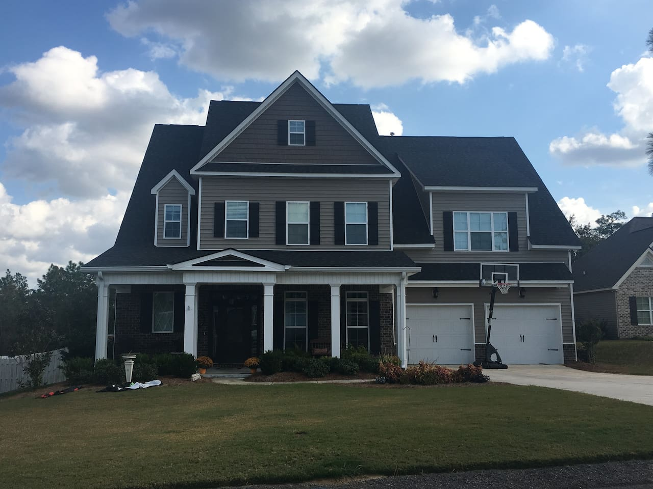 Welcome Masters Visitors!  3200+ sq ft home, yours to enjoy during the Nationals!