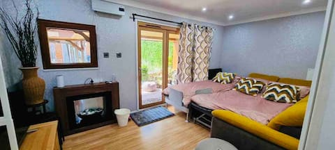 Tropical Style Guests House for rent in Newcastle