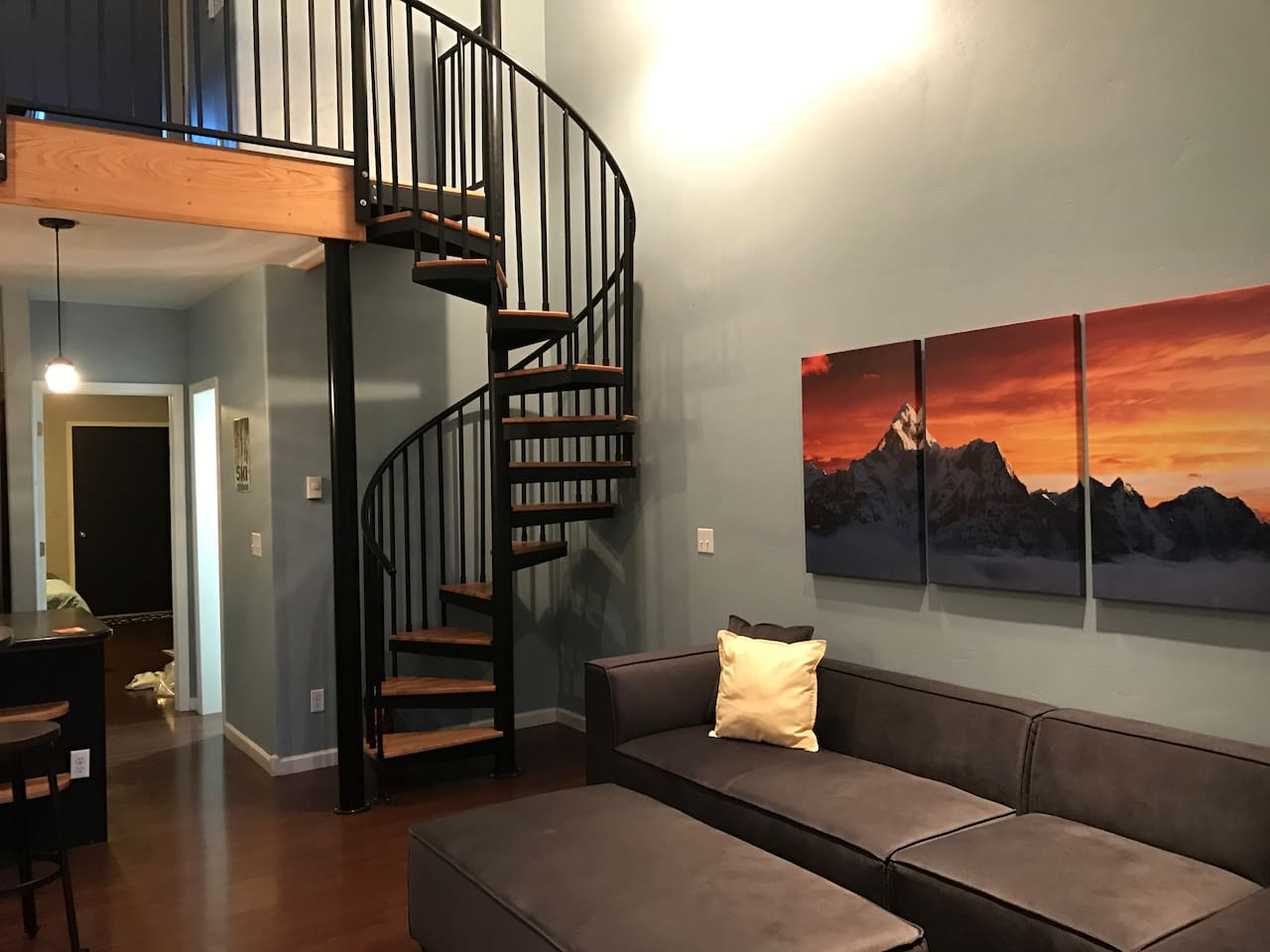 Welcome to the San Sophia Suite! We offer a well apportioned 2-bedroom, 2 bath, open spaced penthouse experience in the heart of the most beautiful town in North America.