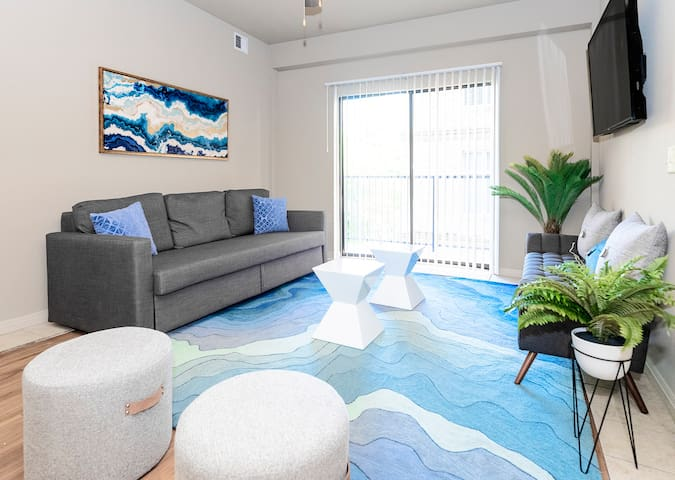 ★ WOW Party Condo Downtown