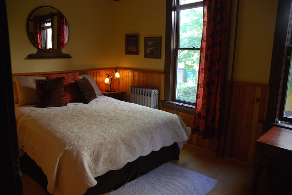 Bed room, Queen size Bed. Windows and Large Closet.