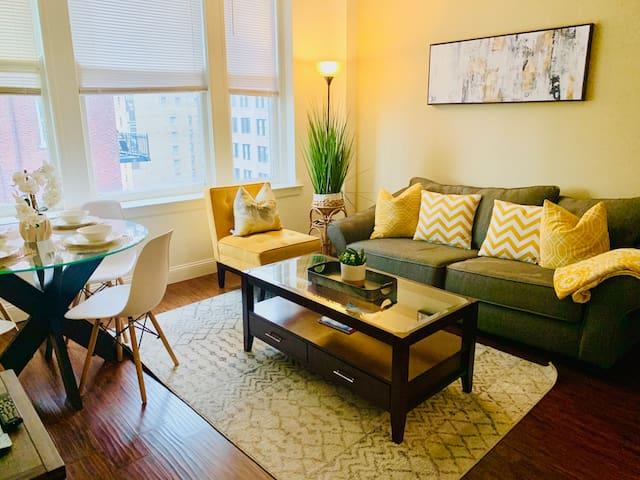 Cozy 2 bedroom Downtown - WiFi, Coffee, Netflix!