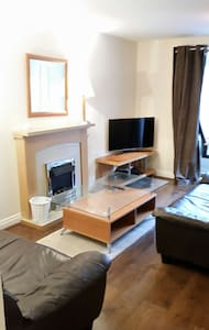 Ideal Edinburgh commuter house - Livingston - 獨棟