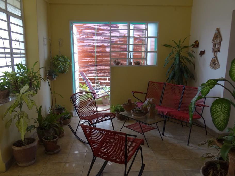 Área de estar con acceso al balcón