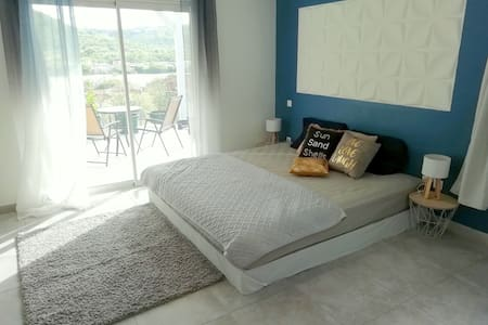 Nice and cosy room close to Friars bay beach