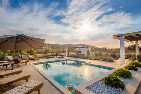 HOME AWAY FROM HOME - VILLA GIOVE