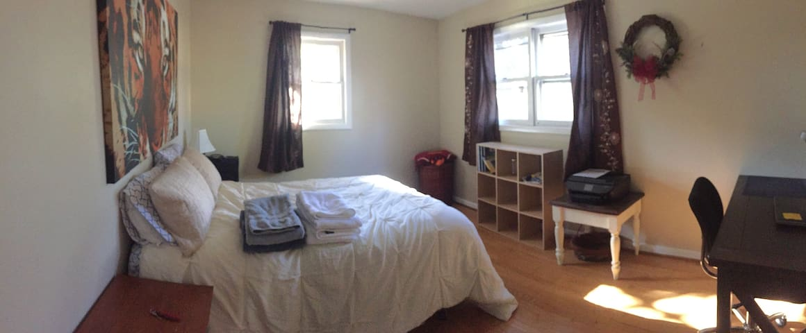 Private room close to VT, Kroger and Bus Stops - Blacksburg
