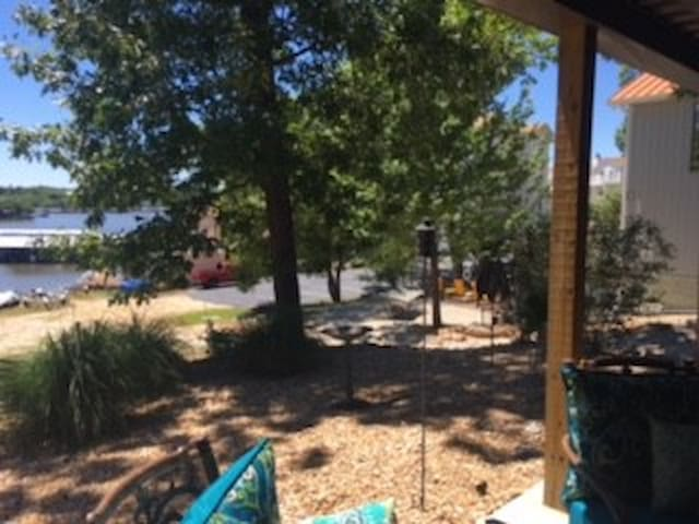 Relaxing retreat , community dock , boat rental