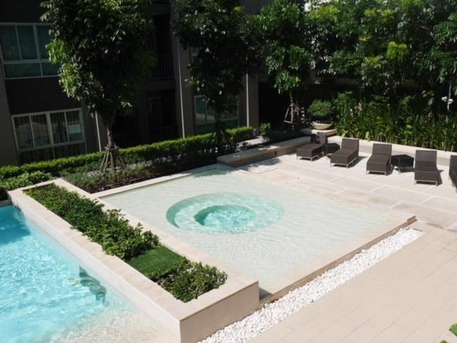 Jaguzzi pool
