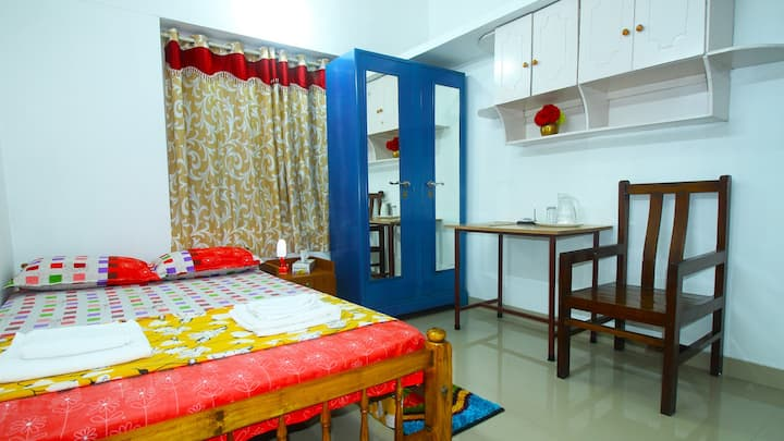 Freeland Homestay AC & Non AC 3 Double Bed Room