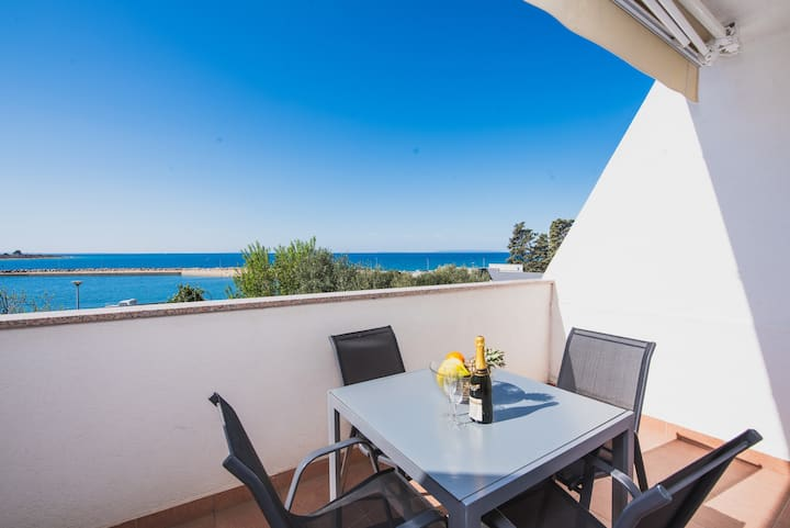 Studio with Terrace and Sea View 3