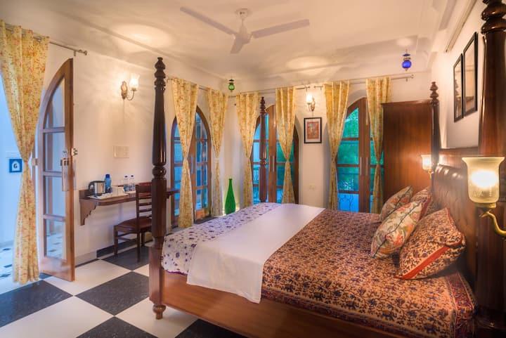 Stay in a Luxurious Kings Suite near Taj Mahal