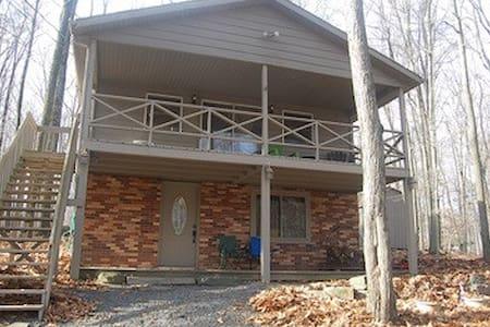 Pocono Paradise Cottage - Tobyhanna Township