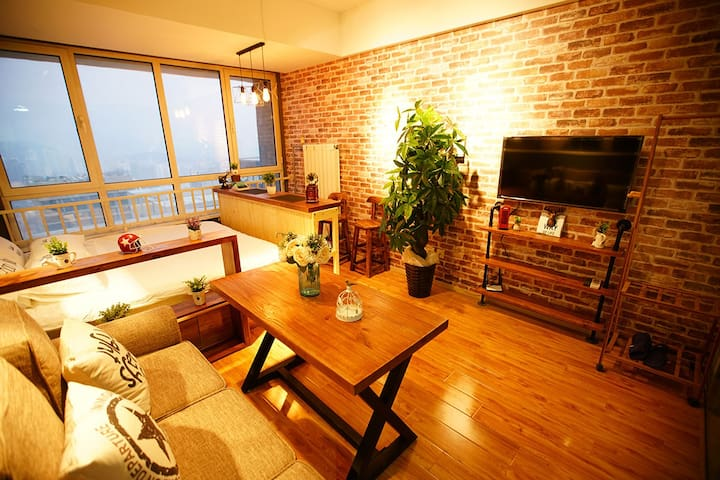 CBD万达咖啡情调主题精装公寓 都市夜景大床房 中央CBD邻艾美酒店 - Циндао