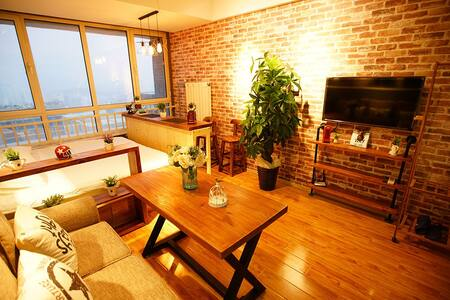 CBD万达咖啡情调主题精装公寓 都市夜景大床房 中央CBD邻艾美酒店 - Qingdao - Daire