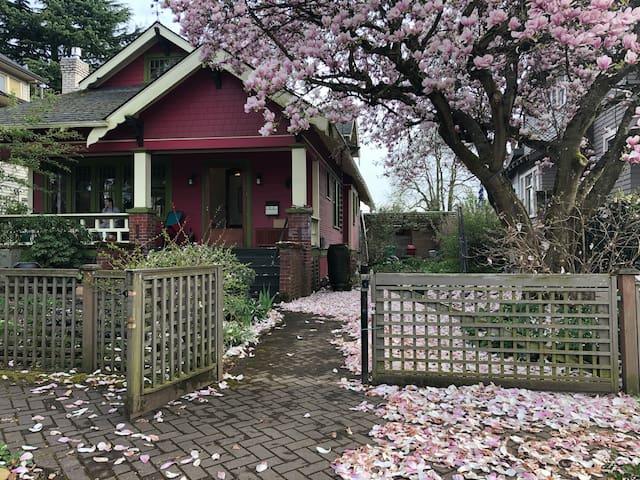 Magnolia House, Reid's Room