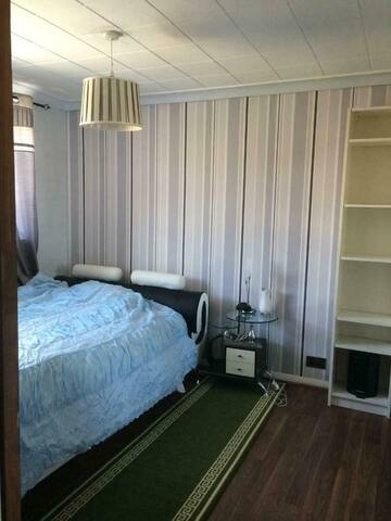 Lovely room close to Heathrow in a quiet house