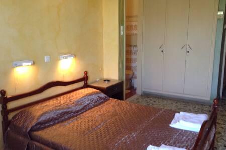 Δωμάτιο με διπλό κρεβάτι - Αίγινα