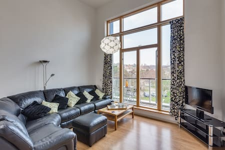 Portishead Apartment : Jacuzzi Bath & Parking