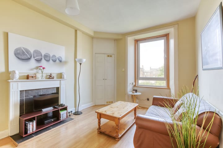 Convenient 2BR 15 minutes from Princes Street