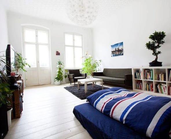Quiet, Sunny & Cozy Room in Hip Area of Neukölln - Berlín - Byt