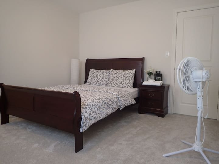 MODERN ROOM NEAR NIAGARA FALLS, COLLEGE & BrockU