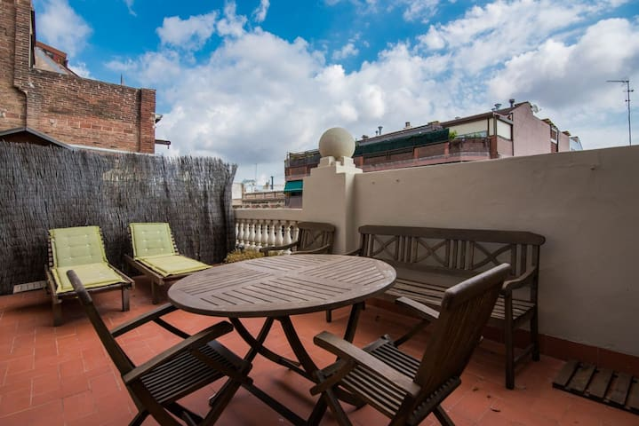 2BR apartment with HUGE TERRACE at Sagrada Familia
