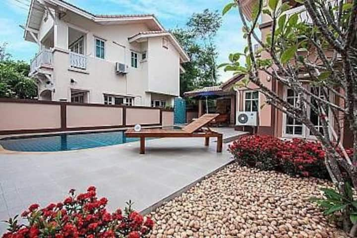 Baan Faah Rin Hat 3 Bedroom Pool Villa