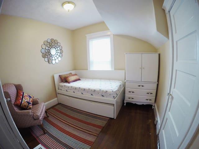 Cozy private room in Roslindale Village/Boston - Boston - Apartamento