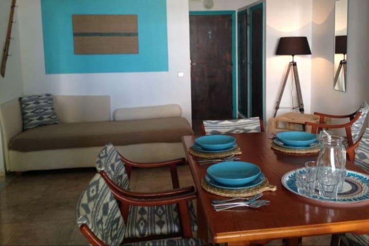 Wohnraum mit SAT-TV / WLAN