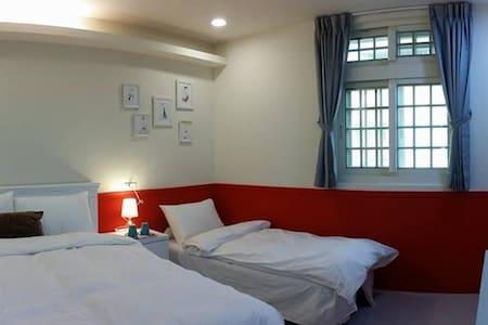 Peacock Hotel/孔雀大旅社/三人房/大溪交流道/慈湖/石門/大溪老街/興仁夜市 - Daxi District
