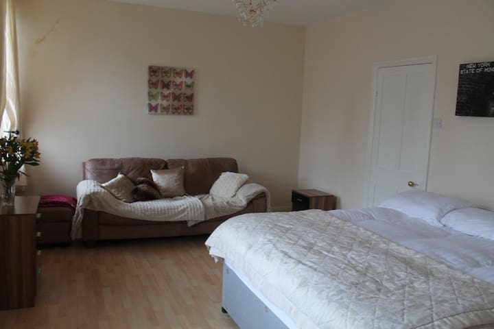 King Size Bedroom - Ilkley - Дом