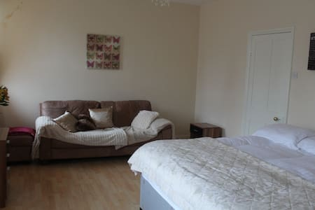 King Size Bedroom - Ilkley