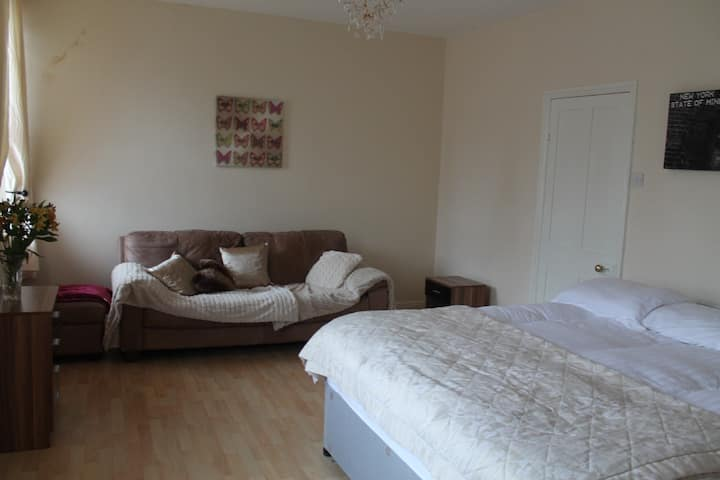 Super King Size Bedroom. Ilkley town