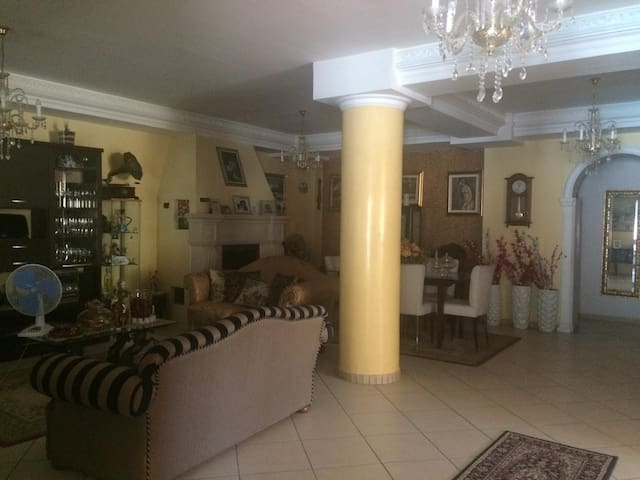Casa Sanabria, BN