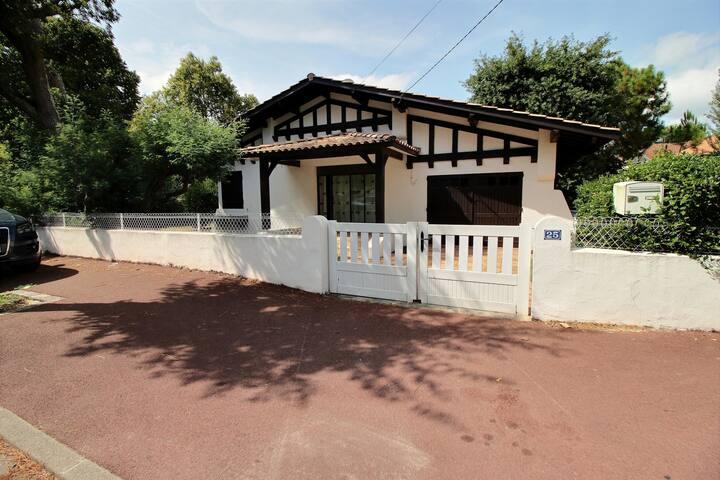 Jolie maison à 150m de la plage Pereire -  6 PERS
