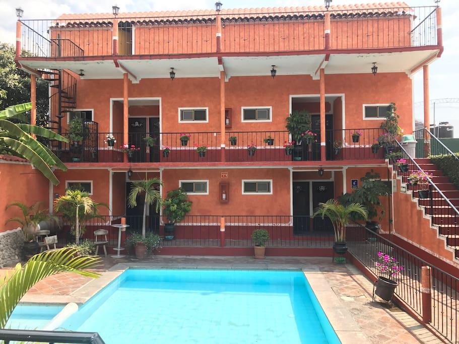 Habitaci n compartida tipo hostel casas de hu spedes en for Alquiler habitacion compartida
