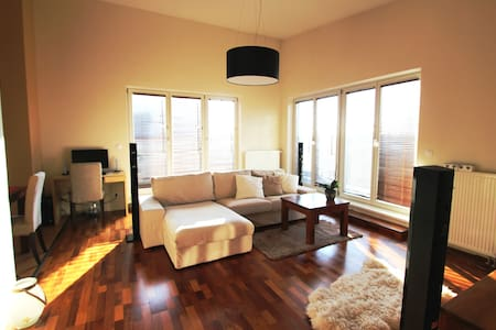 Sunny flat with terraces - Prag - Wohnung