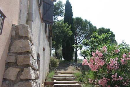Authentic old vineyard house in exceptional nature - Flayosc - Villa