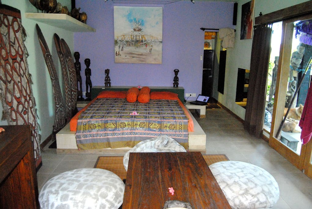 35m2 bedroom with king size bed  220x200cm, coffe table and bean bags