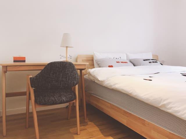 简·生活  客厅地暖、主卧空调、观景阳台、家居用品一应俱全  康定新城