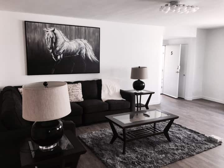 Modern Condo near Beverly Hills (1 MONTH MINIMUM)