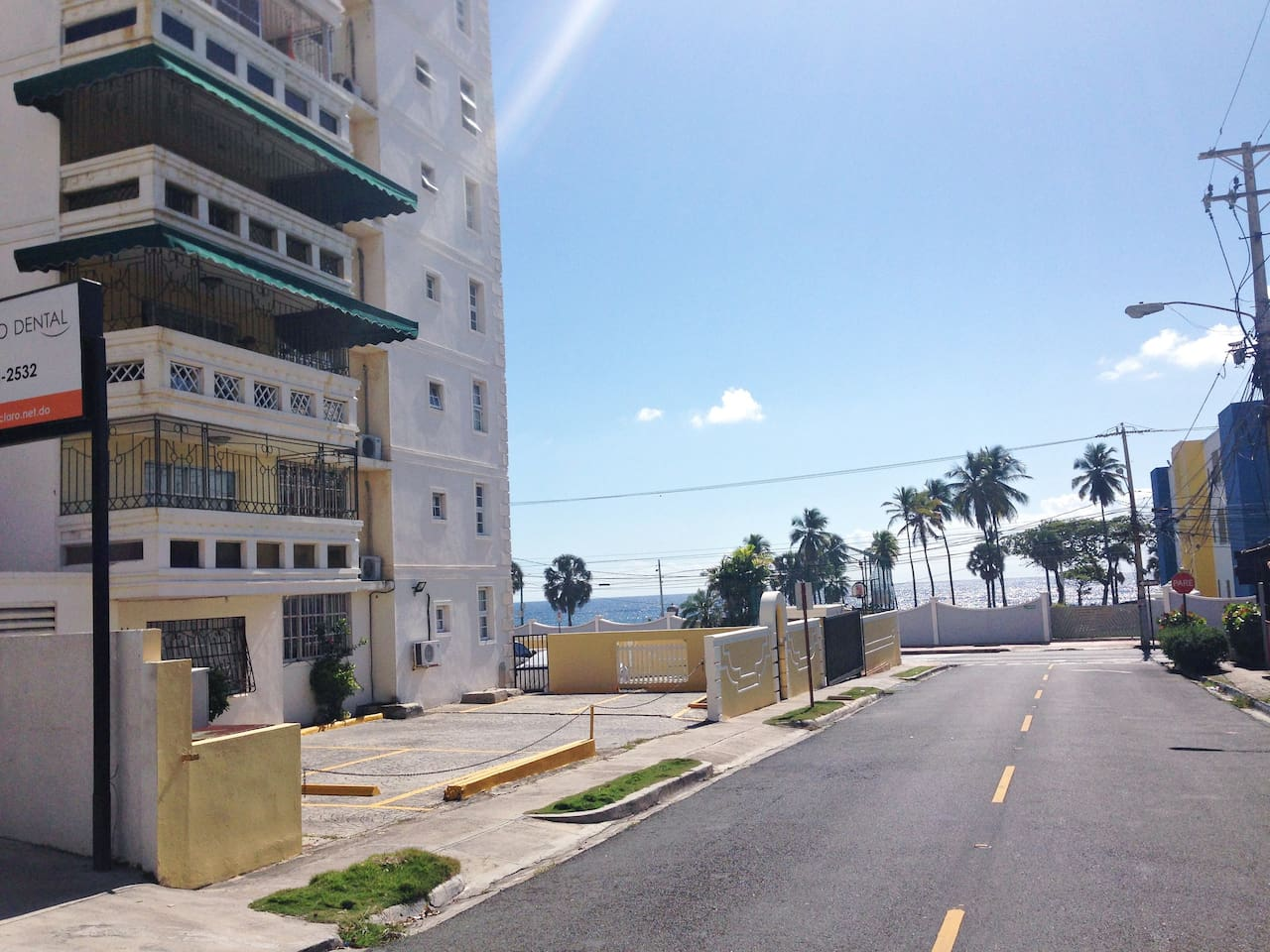 Beautiful Location of Building in front of Caribbean Sea and convinient center city location, fresh sea air !