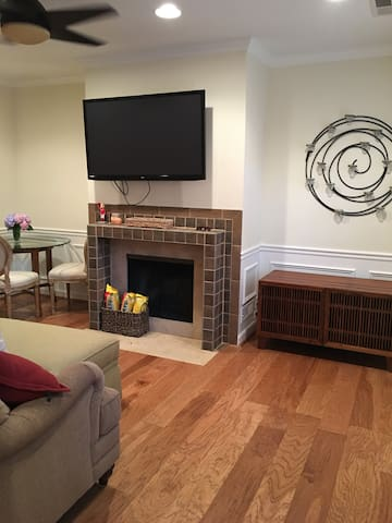 Newly renovated condo available in The Palisades - Washington - Selveierleilighet