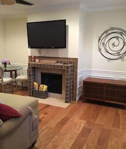 Newly renovated condo available in The Palisades - Washington - Kondominium