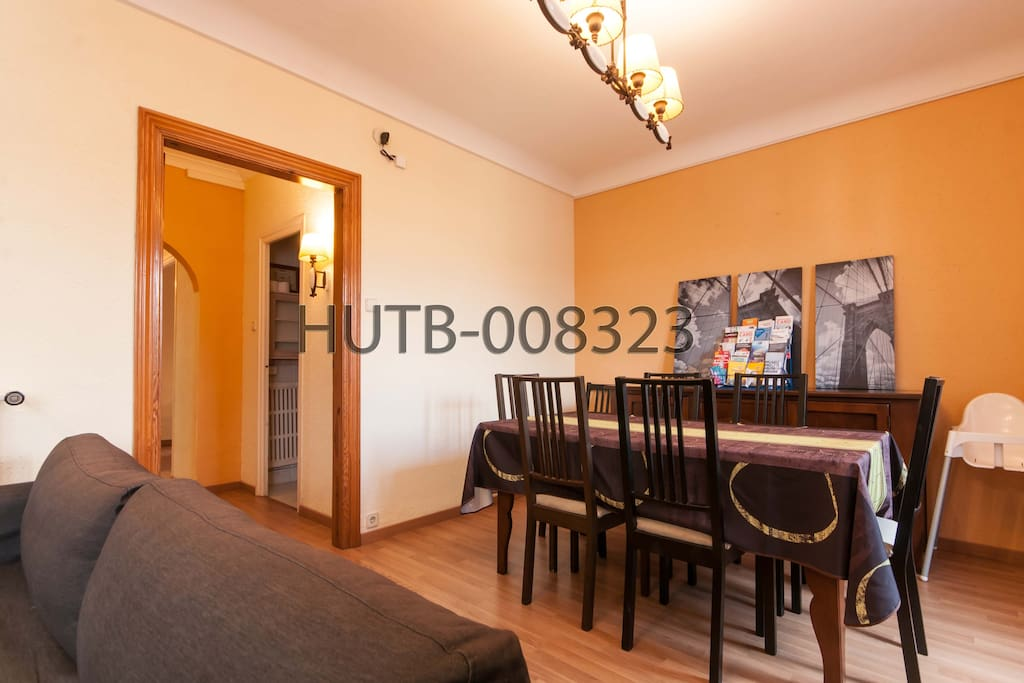 Gran Via apartment - Lounge/diner (double sofa bed sleeps 2)