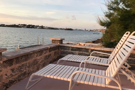 Bed and Breakfast -Pool and Waterfront