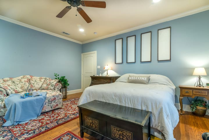 Master Suite in Cultural District - Fort Worth